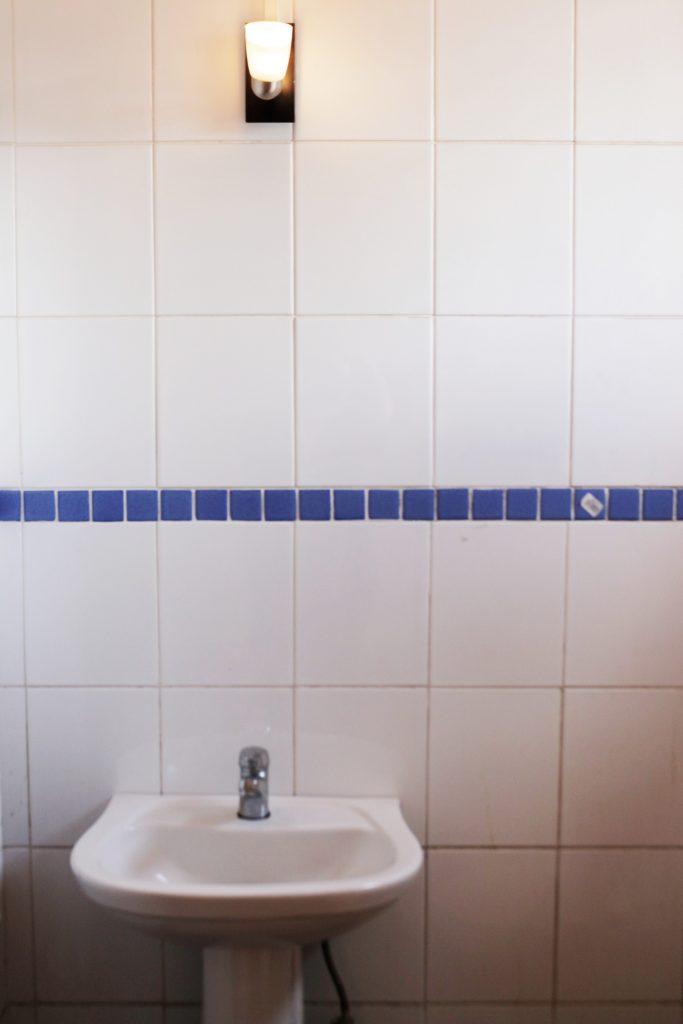 baño interior de oficina en arriendo