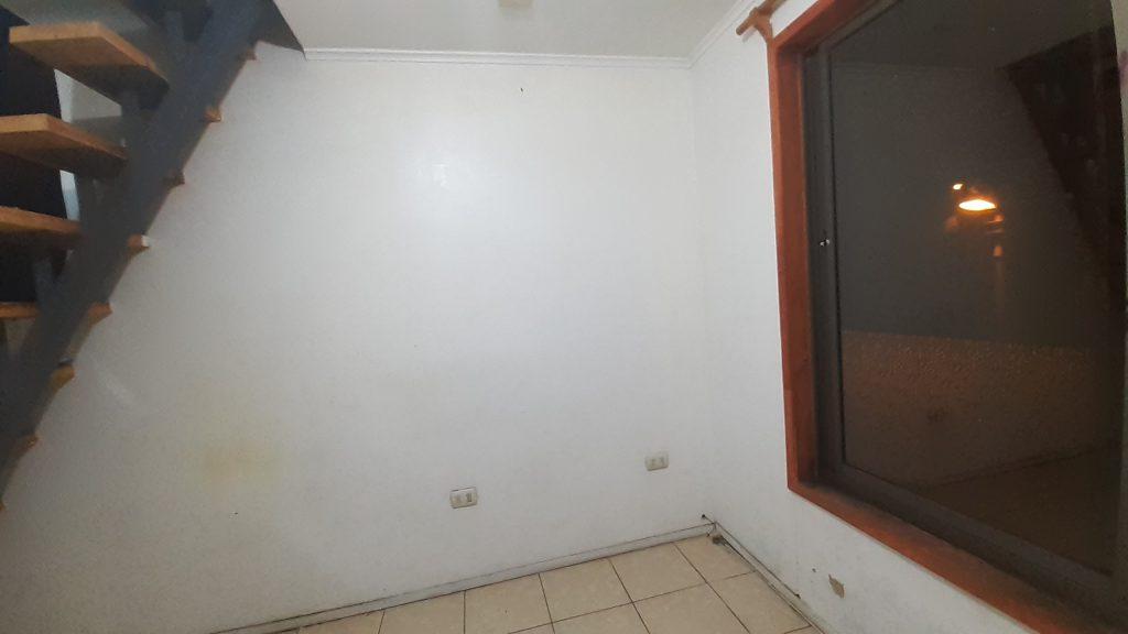 Muro de dormitorio de de departamento económico 1 pieza barato centro Bulnes Concepción