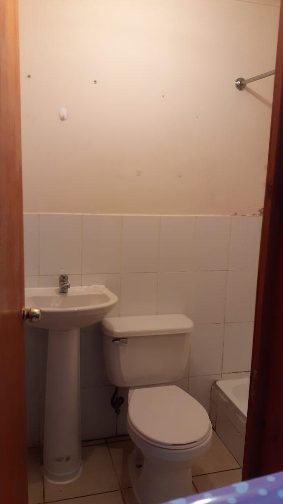 Taza y lavamanos de de departamento económico 1 pieza barato centro Bulnes Concepción