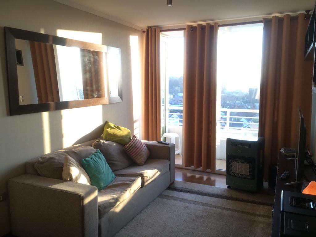 Living-room amoblado completamente en Arriendo departamento Concepción Lomas de San Sebastián 2 dormitorios