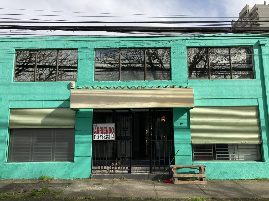 Arriendo de amplio local comercial en Lincoyán 89 Concepción