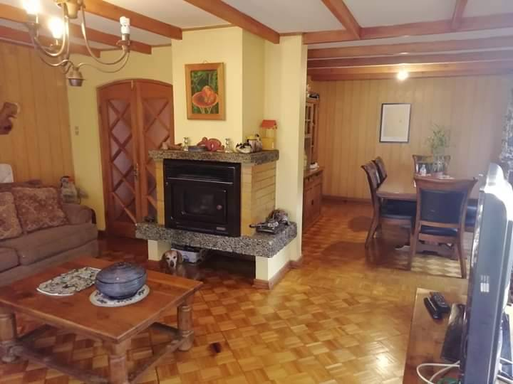Casa en venta de 5 dormitorios 3 baños en condominio Gabriela Mistral de Los Ángeles, Biobío